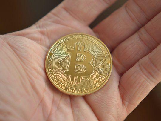 cine emite bitcoin)