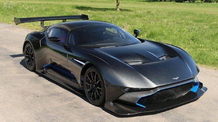 El Aston Martin Vulcan de 820BHP fue concebido y diseñado para brindar la emoción y superar el rendimiento de los autos de carrera ganadores de Le Mans de Aston Martin.