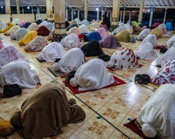 Este martes millones de musulmanes iniciaron el Ramadán, marcado por segundo año por el coronavirus.