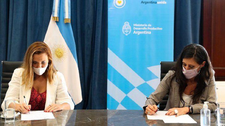 El convenio para defender a los usuarios de electricidad fue firmado por la secretaria de Comercio Interior