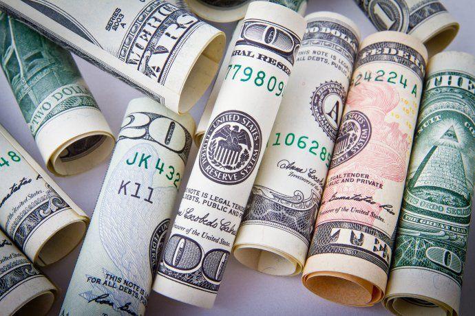 Banco Central compra, pero las reservas apenas crecen gracias a la depreciación del dólar