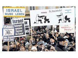 Manifestantes pro israelíes salieron ayer a las calles de Munich, señalando con sus carteles que ese país «necesita vivir» y que «lucha contra el terror» en Gaza. La guerra en Medio Oriente provoca encendidas pasiones en Europa.