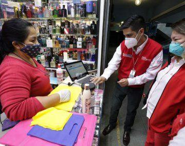 Los contagios de coronavirus crecen en Perú, pero al gobierno le urge reactivar su economía.