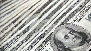 El dólar está operando en general más firme, reflejando una leve aversión al riesgo entre los activos, escribieron analistas de Scotiabank en una nota.