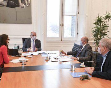 Manzur se reúne con ministros del Gabinete y el gobernador Capitanich.