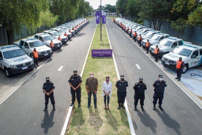 Mayra Mendoza presentó 40 nuevos móviles para la policía de Quilmes
