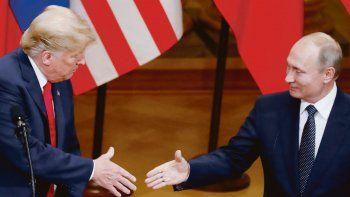 ENCUENTRO. Donald Trump y Vladímir Putin, durante la cumbre de Helsinki, celebrada en julio de 2018. La relación entre ambos siempre fue motivo de sospecha en Estados Unidos.