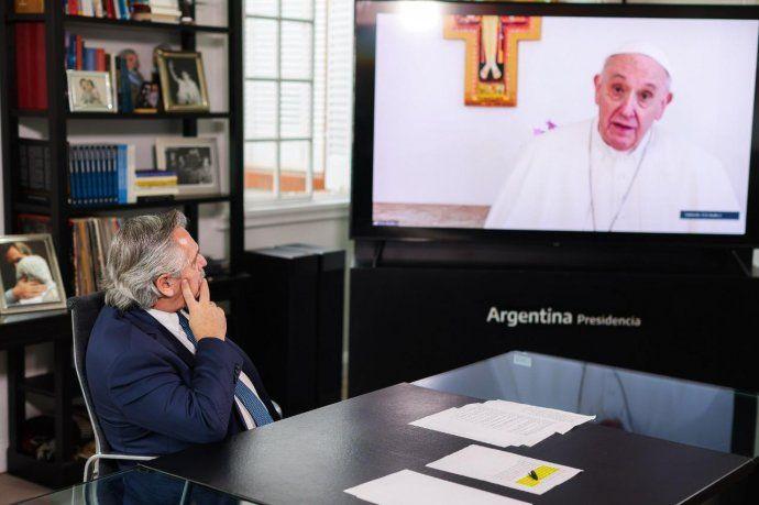 """El presidente Alberto Fernández presenció el discurso del Papa Francisco en el marco de la """"Cumbre de Líderes sobre el Clima""""."""