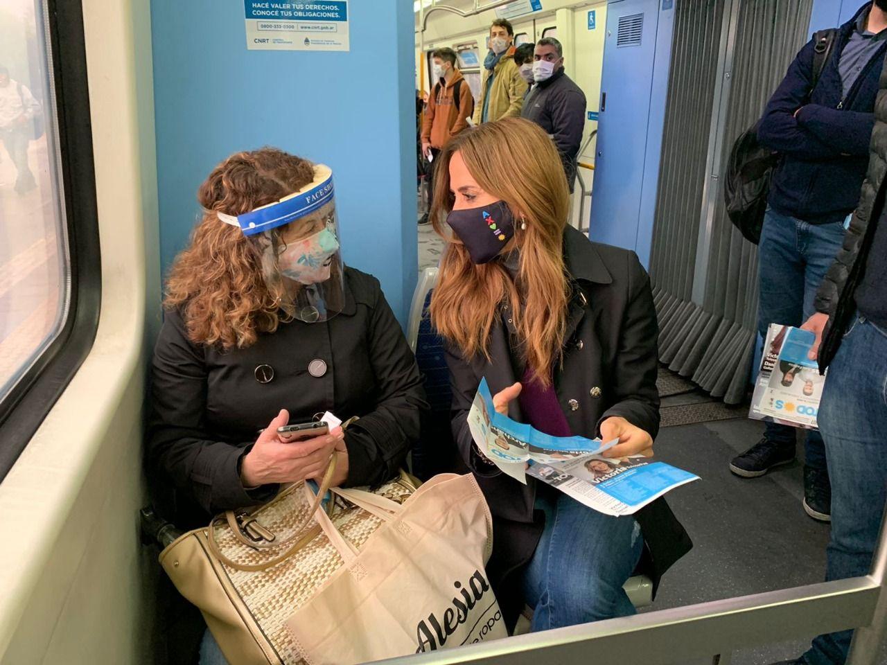 """Tolosa Paz viajó en el tren Roca y dialogó con los usuarios: Podemos mirarlos a los ojos"""""""