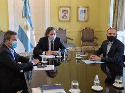 Sergio Massa, Santiago Cafiero, y Martín Guzmán dialogaron con los legisladores del oficialismo sobre el proyecto de Ganancias a las empresas.