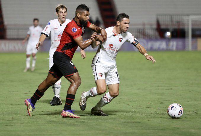 Newells sumó un punto importante en el estreno de la Sudamericana.