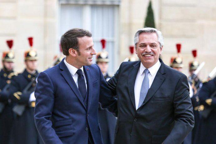 El presidente Alberto Fernández junto al presidente de Francia, Emmanuel Macron.