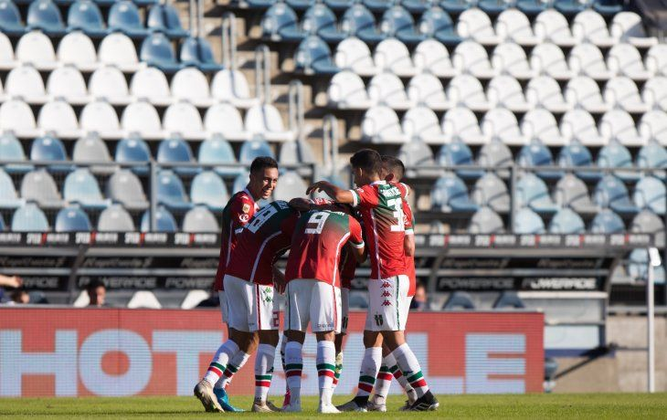 Vélez cerró una primera ronda magistral con una goleada en La Plata.