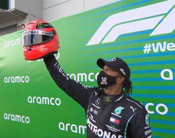 LewisHamilton se hizo de la carrera en Nürburgring en la vuelta 13 cuando desplazó de la punta a su compañero de equipo, el finlandés Valtteri Bottas.
