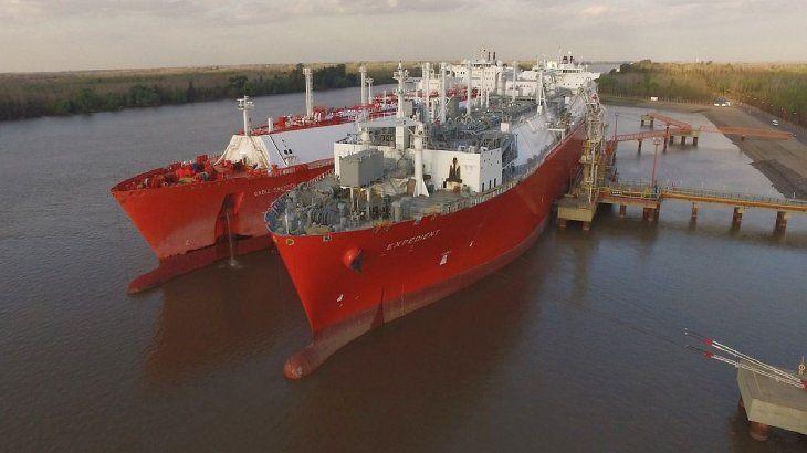 Los dos buques regasificadores de Bahía Blanca y Escobar permitieron ahorros significativos entre 2008 y 2020: aproximadamente u$s13.000 millones en comparación con la alternativa de quemar combustible para satisfacer la oferta de energía doméstica.