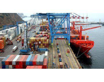 En julio del año pasado, la balanza comercial argentina había registrado unsuperávit de 950 millones de dólares.