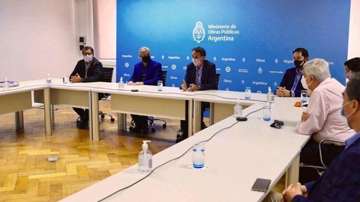 Gobierno se reunió con empresarios y sindicatos para fortalecer protocolos en obra pública