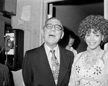 El diputado y la vampiresa. Wilbur Daigh Mills, y la argentina Fanne Foxe, quien murió a los 84 años.