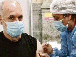 """Dosis 1. Horacio R. Larreta se vacunó ayer con la AstraZeneca en la Usina del Arte. """"La vacuna es futuro"""", dijo,, """"y llegó el día: me vacuné contra el covid-19. Siempre dije que iba a hacerlo cuando me correspondiera""""."""