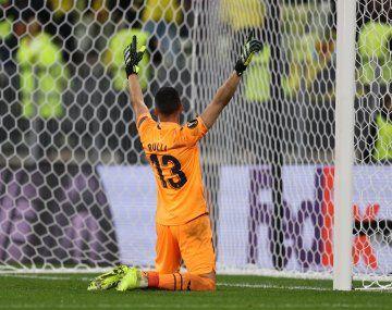 Gerónimo Rulli atajó el penal que le dio la Europa League a Villarreal ante Manchester United.