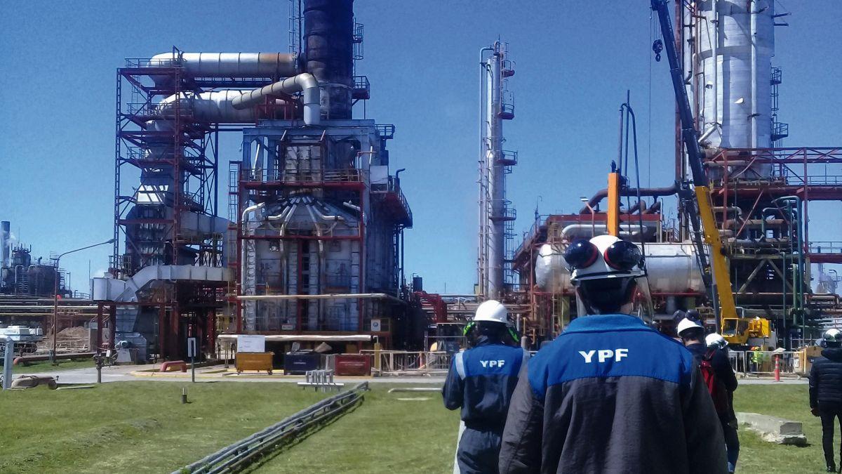 ypf amplia la refineria de la plata por el boom del petroleo de vaca muerta