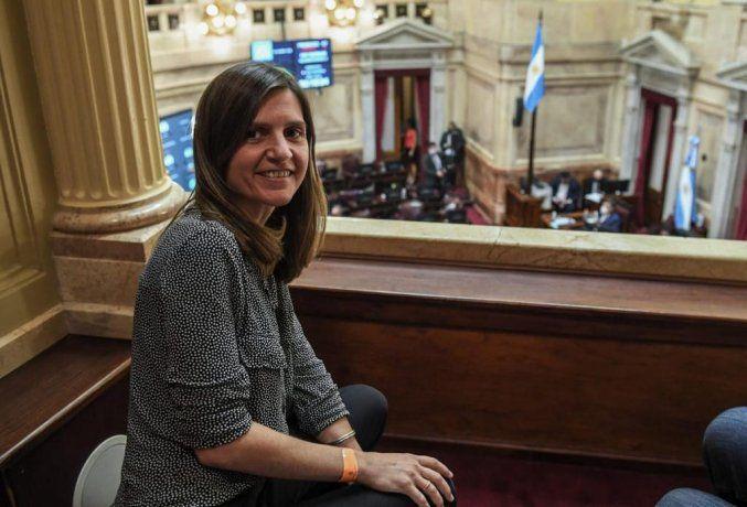 Fernanda Raverta presenció para de la sesión desde el recinto del Senado.