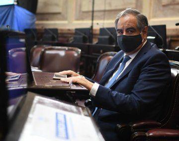 El senador Julio Martínez debió ser internado para asistirlo con oxígeno.