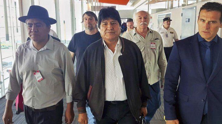 """Evo Morales llegó a la Argentina en calidad de """"refugiado"""". Estuvo acompañado por Daniel Catalano, Secretario General ATE Capital, y Guillermo Justo Chaves, vicecanciller argentino."""