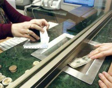 El dólar turista superó por primera vez los $83 tras la fuerte suba del mayorista