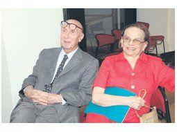 Clorindo Testa y su esposa durante la apertura de su nueva exposición en el auditorio de la CPAU.