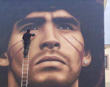 El mural que realizó Jorit Ciro Cerullo para homenajear a Diego Maradona en Nápoles.