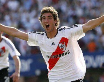 Higuaín vistió la camiseta de River por última vez en 2006.