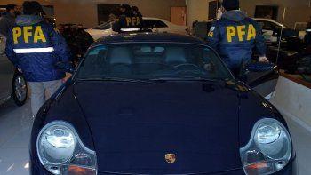 El Porsche incautado durante los procedimientos.