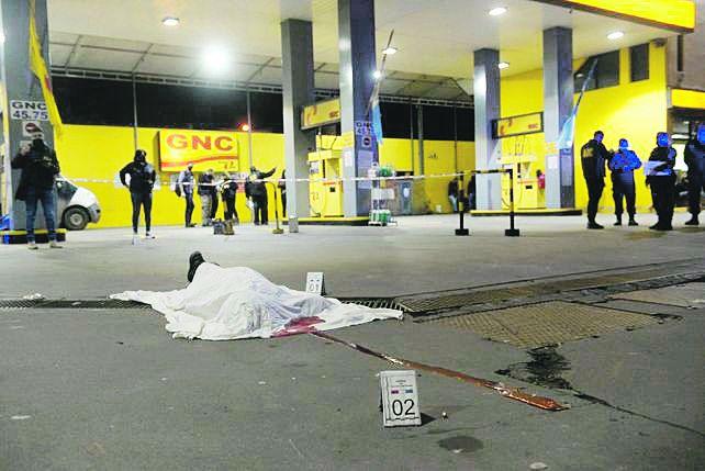 En alerta. La escalada narco en Rosario volvió a conmover a la ciudad con una preocupante seguidilla de asesinatos a balazos en la vía pública en distintos puntos de la ciudad.