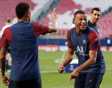 PSG quiere a sumar a Messi en la delantero con Neymar y Mbappé.