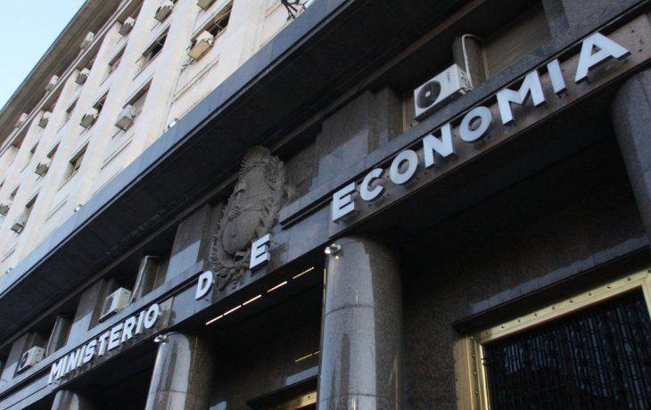 Deuda en pesos: Tesoro logró extender plazo de vencimientos de 5 a 12 meses en el último año
