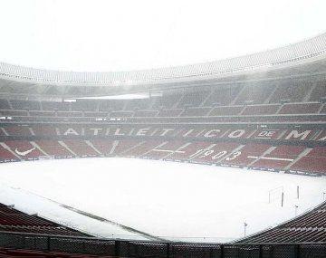El estadio del Atlético de Madrid llegó a tener más de 60 cm de nieve.