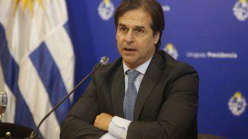 uruguay analiza abrir fronteras para vacunados en septiembre y discute el turismo de vacunas
