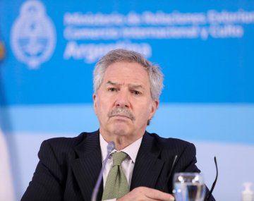 Felipe Solá se retiró enojado al entrerase en viaje que quedaba fuera del Gabinete.