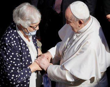 Francisco escuchó la historia de Lidia Maksymowicz, prisionera del campo de concentración de Auschwitz