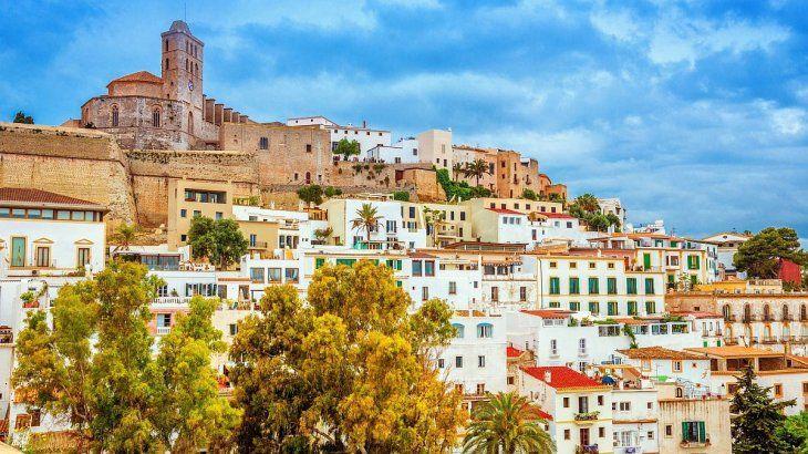 Dalt Vila es la fortificación amurallada mejor conservada del Mediterráneo.