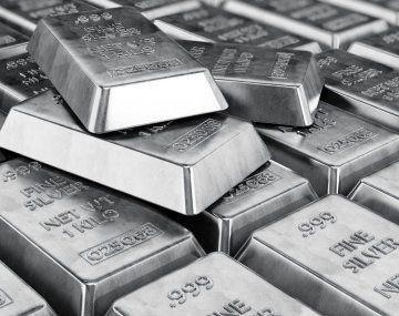 La plata saltaba más de un 11% en Londres a 30,03 dólares la onza y se encaminaba a su mayor alza de un día desde 2008.