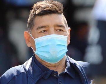 Diego Maradona recibió la visita de Leopoldo Luque en la clínica y se sacaron una foto.