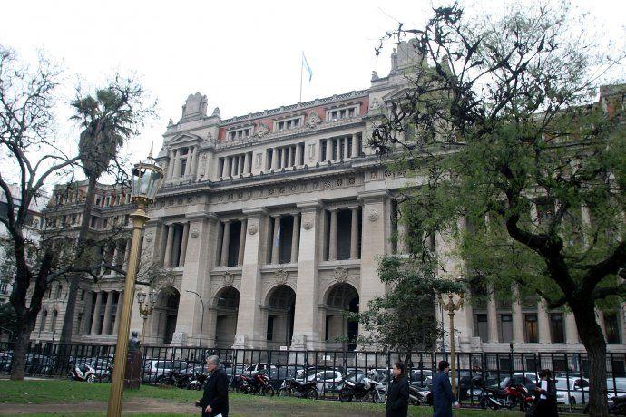 Jueces salieron al cruce tras la propuesta de Fernández de debatir la duración de sus cargos