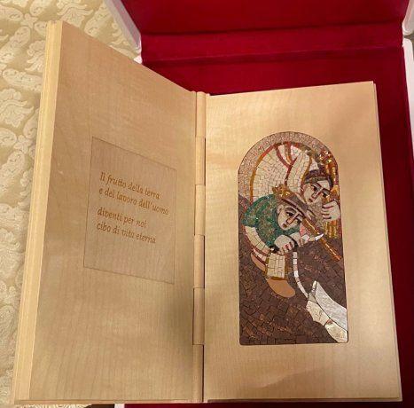 Qué regalos intercambiaron Alberto Fernández y el papa Francisco