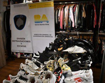La Policía de la Ciudad secuestró ropa y zapatillas quesimulaban ser de marcas internacionales de primera línea