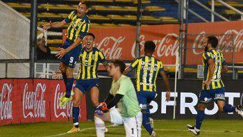 Rosario Central goleó en el clásico rosarino ante Newells.