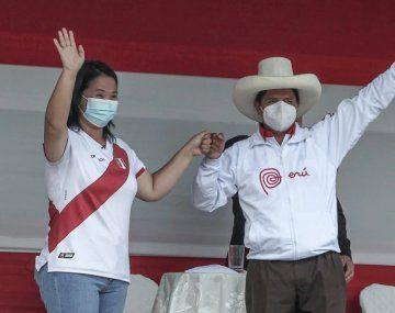 Los candidatos presidenciales de Perú, Keiko Fujimori y Pedro Castillo.
