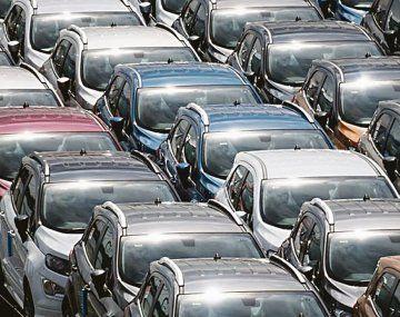 Hay autos fabricados en el país e importados.