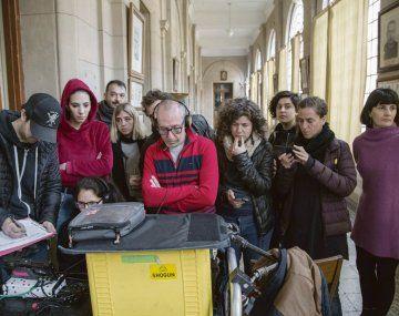 Realidad virtual. Hernán Findling (al centro) observa junto con su equipo una de las tomas del film.